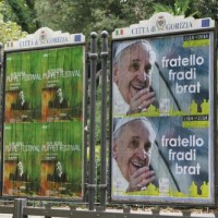 manifesti visita Papa Francesco