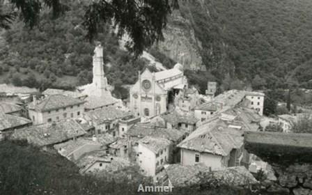 Veduta aerea di Gemona del Friuli dopo il terremoto del 6 maggio 1976 (Foto Ilo Battigelli in Archivio Multimediale della Memoria dell'Emigrazione Regionale-AMMER)
