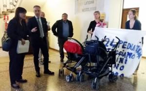 """Debora Serracchiani (Presidente Regione Friuli Venezia Giulia) incontra i membri del Comitato """"Nascere a Latisana"""", in Municipio - Latisana 12/04/2016"""